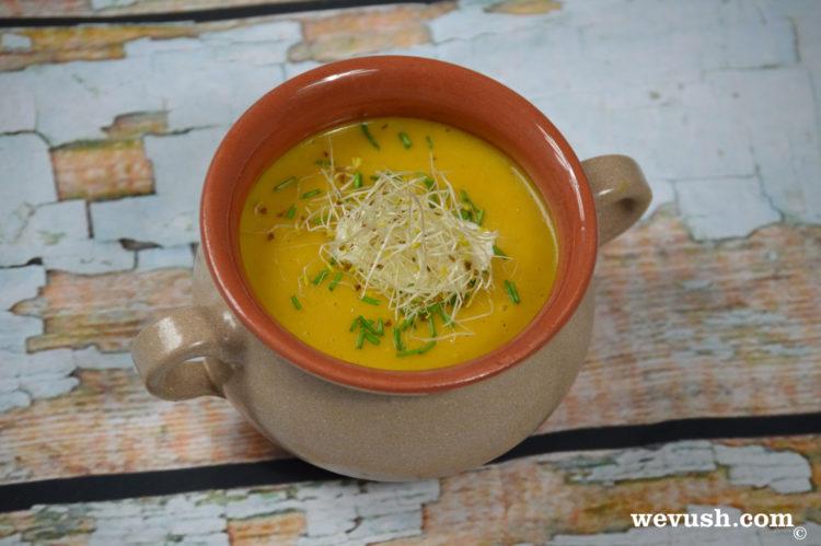 Krémová mrkvová polévka s mandlovým mlékem