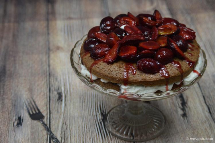 Perníkový koláč se švestkami